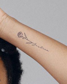 Arm Tattoos For Women Forearm, Arrow Tattoos For Women, Cute Tattoos For Women, Small Wrist Tattoos, Wrist Name Tattoos, Tatto Name, Small Pretty Tattoos, Small Name Tattoo, Small Feather Tattoo