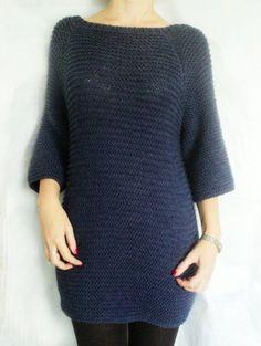 Зимой тоже хочется надеть платье вместо теплых брюк. И тогда отлично подойдет теплое вязаное платьице, которое можно связать самостоятельно. В данном МК мы свяжем простое женственное платье