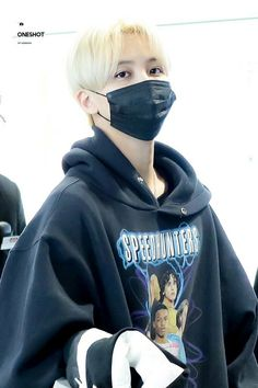 181212 ICN Airport ✈️ Hongkong #JEONGHAN #SEVENTEEN 💎 Woozi, Wonwoo, Angel Han, Wearing Purple, Jeonghan Seventeen, Adore U, Fashion Idol, Pledis Entertainment, Seungkwan
