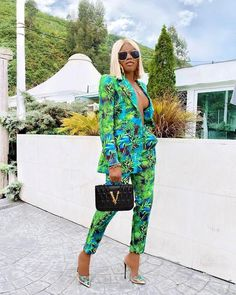 Bring some color to your wardrobe with our Mari set! Featuring an structured blazer with... Edgy Outfits, Girl Outfits, Suit Fashion, Womens Fashion, Dora Black, Catwalk Collection, Grown Women, Professional Women, Straight Leg Pants