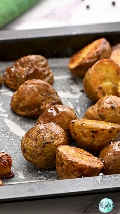 How to make the best oven roasted potatoes that turn out perfectly crispy every time, plus all the best ways to season them and serve them. Oven Roasted Potatoes, Potatoes Au Gratin, Sweet Potato Recipes Healthy, Healthy Recipe Videos, Banana Bread Muffins, Banana Chocolate Chip Muffins, Vegan Hot Chocolate, Coconut Flour Pancakes, Chicken Meal Prep