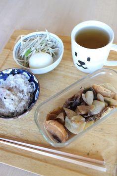 lunch on Fri. 13 Feb. 2015: leftover burdock & Japanese leek salad with boiled egg, leftover Nikujaga, rice added 10 kinds of grains and toasted Bancha tea