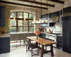 mur de cuisine avec parement en pierre