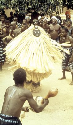 Africa | Kple Kple mask dancer during a Goli performance. Baule people. Kondeyaokro village, Ivory Coast. 1972 | ©Eliot Elisofon