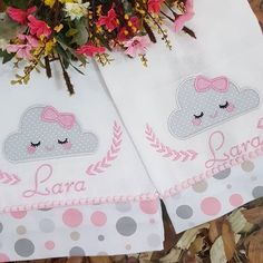 Enxoval Bianca Baby Embroidery, Machine Embroidery Applique, Embroidery Designs, Baby Burp Cloths, Cloth Diapers, Baby Hug, Baby Sheets, Patchwork Baby, Baby Sewing