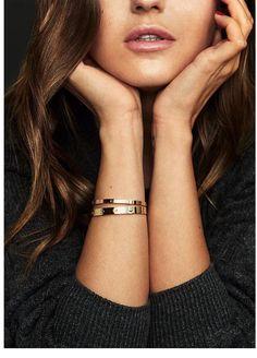 Small gold or rose gold cartier love bracelet Old Jewelry, Dainty Jewelry, Cute Jewelry, Jewelry Accessories, Jewelry Design, Silver Jewelry, Jewellery, Silver Earrings, Jewelry Box