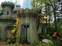 Enchanted Forest - Ellicott City, Maryland this was in the movie crybaby! Abandoned Theme Parks, Abandoned Amusement Parks, Old Abandoned Buildings, Abandoned Places, Haunted Places, Adventure Is Out There, Oh The Places You'll Go, Dream Vacations, East Coast