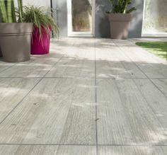 Apportez une touche de naturelle et d'esthétisme à votre terrasse avec le carrelage en grès cérame émaillé Vieste.
