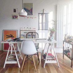 The workspace of Spanish artist Catalina Rodríguez spotted by @deshapeacock // via @workspacegoals on Instagram