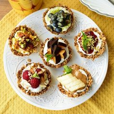 These mini granola bowls are super idea for a quick easy and healthy breakfast. Crunchy delicious and beautiful. (in Bulgarian) Brunch Recipes, Dessert Recipes, Desserts, Raspberry Syrup Recipes, Bulgarian, Granola, Avocado Toast, Bowls, Cooking
