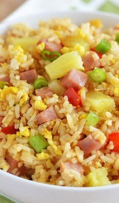 Hawaiian Fried Rice Recipe ~ This rice is packed with diced ham, red bell pepper, and pineapple! It adds a slight sweetness to every bite and makes this rice so heavenly.