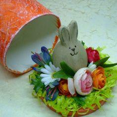 Scatola decorata per ovetti di Pasqua.