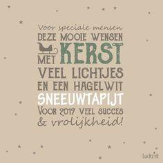 Leuke kerstwens voor op een kerstkaart. Luckz.nl ★ voor meer kerstgedichten, wensen en teksten. kersttekst design. Voor speciale mensen deze mooie wensen. Mer kerst veel lichtjes en een hagelwit sneeuwtapijt. Voor 2018 veel succes en vrolijkheid!
