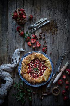 La cucina sta diventando sempre più il mio rifugio sicuro, mettere le mani in pasta mi rilassa, cucinare per chi amo mi emoziona e mi gratifica…fotografare ciò che cucino con amore poi è la ciliegina sulla torta di un processo...Read The Post