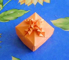 Origami box with bow