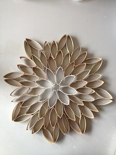 floral/snowflake from toilet paper rolls Toilet Paper Flowers, Toilet Paper Art, Toilet Paper Roll Crafts, Paper Crafts, Cardboard Tubes, Cardboard Crafts, Easy Crafts, Arts And Crafts, Black Wreath