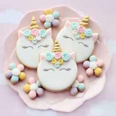 Video tutorial on how to decorate a simple unicorn head cookie ☺️🦄💖cutter from and music by Bensound 💙 Iced Cookies, Cute Cookies, Easter Cookies, Birthday Cookies, Sugar Cookies, Kawaii Cookies, Galletas Decoradas Royal Icing, Sugar Cookie Royal Icing, Unicorn Themed Birthday Party