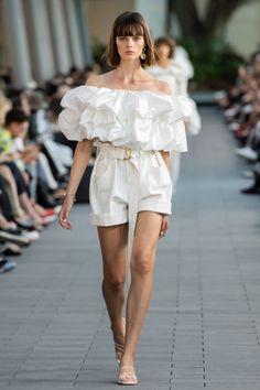 Aje Australia Resort 2020 Fashion Show - Vogue Trend Fashion, Fashion 2020, Runway Fashion, Fashion Outfits, Fashion Spring, Fashion Show Dresses, Fashion Poses, Vogue Fashion, Fashion Weeks