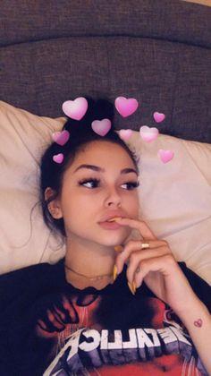valentina Cute Girl Photo, Girl Photo Poses, Girl Photography Poses, Snapchat Selfies, Snapchat Girls, Snapchat Emojis, Snapchat Icon, Snapchat Names, Snapchat Stickers