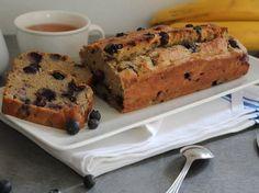 Cake spécial p'tit déj. aux myrtilles et à la banane, sans sucre ajouté et sans gluten ni lactose.
