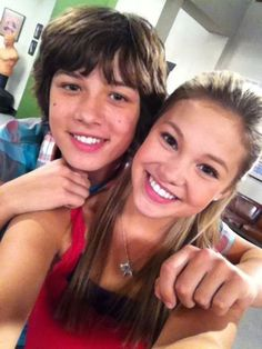 Olivia Holt and Leo Howard. Jack and Kim need to kiss, i mean their all ready dating right!???