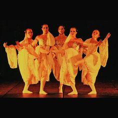 "Ballet Coppélia SP on Instagram: ""Coração Valente by Andréa Lucchi. #balletcoppeliasp #coreography #coracaovalente #dancers #onstage"""