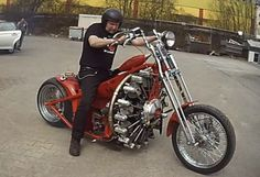The red Baron, a german bike with a WW1 Rotec Radial R3600 plane engine