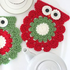 Something to make this holiday season to add more festive vibes to your table décor. For full post click here. By: Repeat Crafter Me