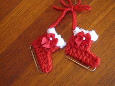 50 Creative DIY Christmas Ornament Ideas and Tutorial---My Paperclip Ice Skate Ornament FREE Crochet Pattern Crochet Christmas Decorations, Christmas Crochet Patterns, Crochet Ornaments, Diy Christmas Ornaments, Crochet Crafts, Yarn Crafts, Crochet Projects, Free Crochet, Paperclip Crafts