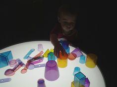 Reggio Light Play - an exploration of light, shadow & reflection Creative Arts And Crafts, Creative Play, Infant Classroom, Reggio Classroom, Classroom Activities, Toddler Activities, Learning Activities, Classroom Ideas, Reggio Children