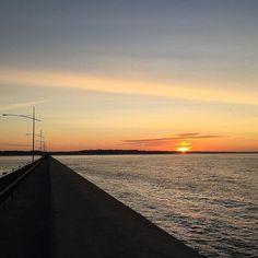 #Repost @herrytoy  Ripper morning #sunrise #warrnambool #3280 #coast #australia #morning #walk #love3280 #beach #warrnamboolbreakwater by destinationwarrnambool