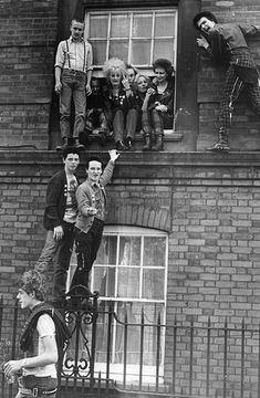 19 mugrientas y frenéticas fotos antiguas de los inicios del 'Punk'