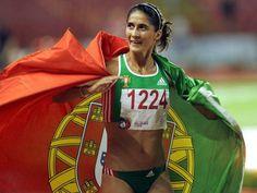 Sara Moreira ganha ouro nos 3000 metros de pista coberta