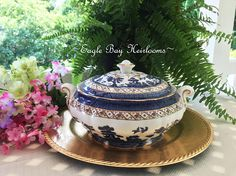 Round Covered Vegetable Bowl w Handles Casserole  Royal