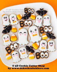 Halloween Cookies Decorated, Halloween Cookie Cutters, Mini Cookie Cutters, Halloween Sugar Cookies, Heart Cookie Cutter, Halloween Treats For Kids, Halloween Desserts, Halloween Cakes, Halloween Boo