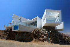 Modern Waterfront Home Designs: Architectural Star in Peru
