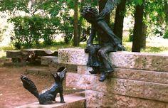 The Little Prince and the Fox in Szolnok, Hungary (Kisherceg szobor Szolnokon) Beautiful Places To Visit, How Beautiful, Sculpture Art, Garden Sculpture, Fox Art, World Of Books, The Little Prince, Public Art, Street Art