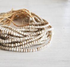 ✔ White natural beads bracelet