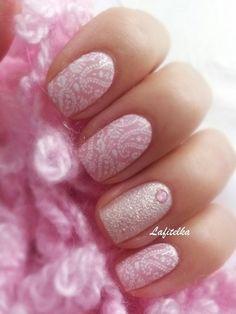 Нежный розовый маникюр))