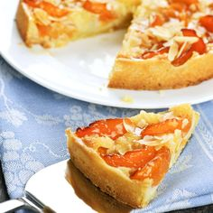 Apricot and frangipane tart by Nikki Legon Köstliche Desserts, Best Dessert Recipes, Delicious Desserts, Flan, Yummy Treats, Sweet Treats, Frangipane Tart, Just Cakes, Almond Cakes