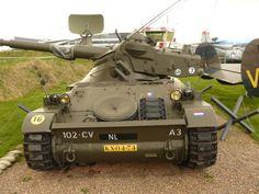 een oud militair voertuig