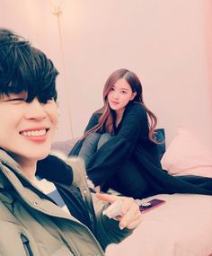 Jimin x rose Kpop Couples, Cute Couples, Bts Twice, Funny Education Quotes, Rose Video, Bts Girl, Blackpink And Bts, Cute Comics, Park Chaeyoung