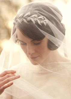 Lady Mary Crawley - Downton Abbey - wedding tiara (the Downton Tiara) Lady Mary Crawley, Wedding Veils, Wedding Dresses, Wedding Tiaras, Pictures Of Mary, Image Film, Downton Abbey Fashion, Michelle Dockery, The Great Gatsby