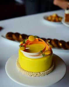 Lemon Cheesecake @Caprice, Four Seasons Hotel HK by pastry chef  Nicolas Lambert                                                                                                                                                      Más