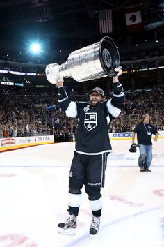 My fav player Jarret Stoll #28 Of The Los Angeles Kings Holds up the Cup
