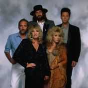 """""""Fleetwood Mac posing during a publicity session for their Tango in the Night album. Photo credit: Neal Preston """" Is everyone. Great Bands, Cool Bands, Fleetwood Mac Greatest Hits, Tango In The Night, Rock Band Posters, Buckingham Nicks, Lindsey Buckingham, Stevie Nicks Fleetwood Mac, Beautiful Voice"""