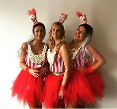 Popcorn ladies in red super tutus from Tutu Tule. # carnival costumes Popcorn-Damen in roten Super-Tutus von Tutu Tule. Popcorn ladies in red super tutus from Tutu Tule. Costume Carnaval, Circus Costume, Carnival Costumes, 80s Costume, Costume Ideas, Mardi Gras Costumes, Halloween Costumes For Girls, Costumes For Women, Popcorn Costume