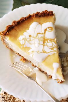 Lemon and honey ANZAC tart. This sweet tart with a buttery Anzac biscuit base is filled with a creamy centre of lemon and honey. Honey Recipes, Tart Recipes, Sweet Recipes, Lemon Recipes, Yummy Recipes, Aussie Food, Australian Food, Australian Desserts, Australian Recipes