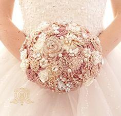 Five Gorgeous Fall Wedding Decorating Ideas – Bridezilla Flowers Gold Bouquet, Broach Bouquet, Crystal Bouquet, Rose Bridal Bouquet, Wedding Bouquets, Boquette Wedding, Beige Wedding, Wedding Memorial, Wedding Ideas