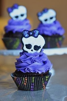 Purple Skull Cupcakes...too cute! Includes instructions
